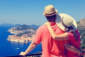 זוג בחופשה שלקחו בעזרת הלוואה