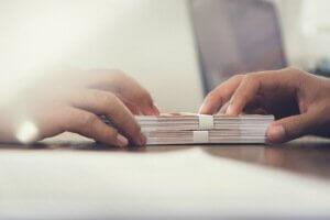 העברת הלוואה בין שני אנשי עסקים מחברת אלטשולר שחם
